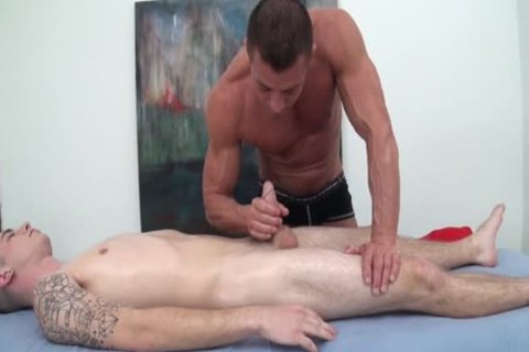 HD GayRoom - Travis acquires Massaged By guy