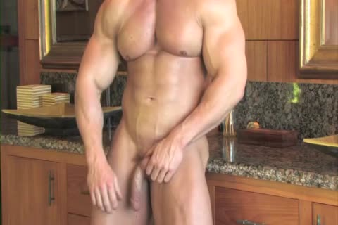 Zeb Atlas Has massive Muscles To Show
