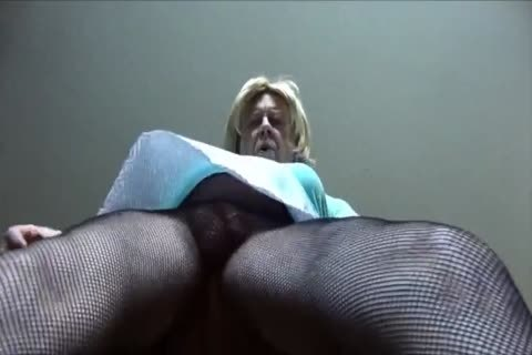sexy Gigi - Looking attractive In Fishnet pantyhose