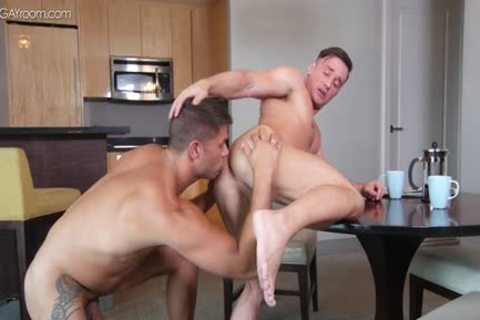 power Muscle Bottom Alexander Volkov gets nailed By Tyler Roberts