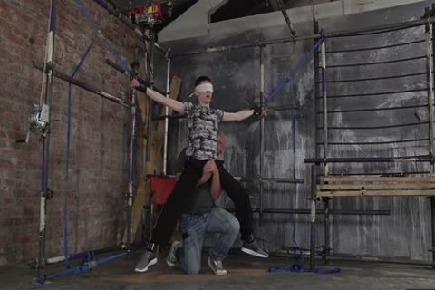 master Sebastian Kane Gives A good Whipping To His twink Sub