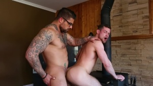 Size Queen - Ryan pokes and Kurtis Wolfe pooper Hook up