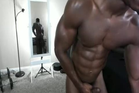 dark Body Builder wanking & Cumming Solo
