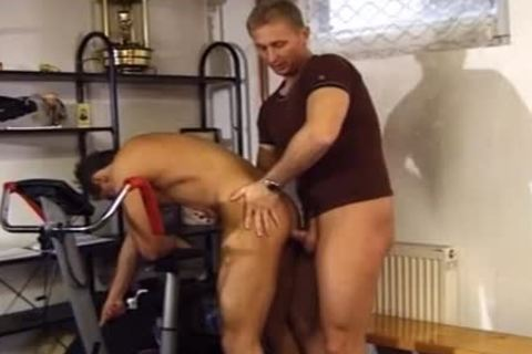 Two Buff men enjoy A naughty pound At The Gym