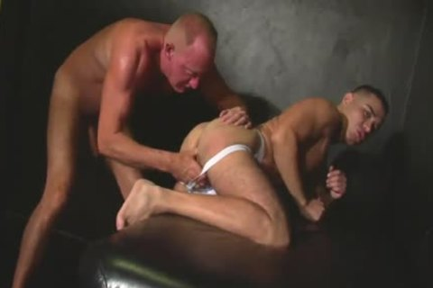 precious Looking Daddy & Younger chap plow In A Bathhouse