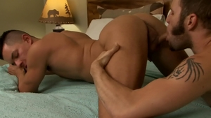 IconMale.com: Ethan Slade and Wolf Hudson rimjob